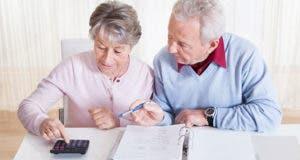 Older couple using binder and calculator © Andrey_Popov/Shutterstock.com
