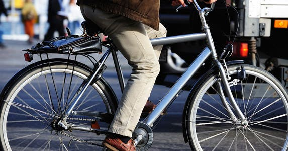 Ride your bike to work, save $7K? © iStock