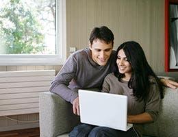 Online shoppers © auremar/Shutterstock.com