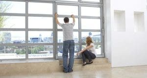 Couple looking out of windows at city © bikeriderlondon/Shutterstock.com