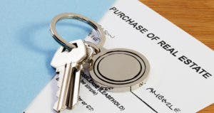 Purchase of real estate © travellight/Shutterstock.com