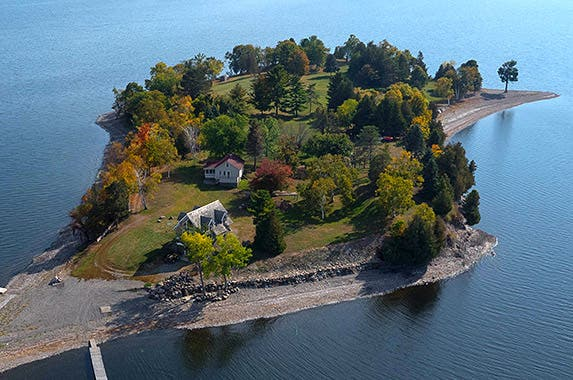 Islands for sale - Private island homes