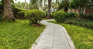 Concrete walkway © Pushish Donhongsa/Shutterstock.com