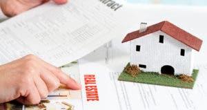 Real estate contract © karelnoppe/Shutterstock.com