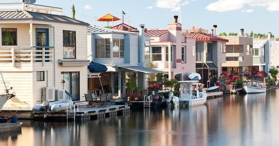 Floating homes © Hdc Photo/Shutterstock.com