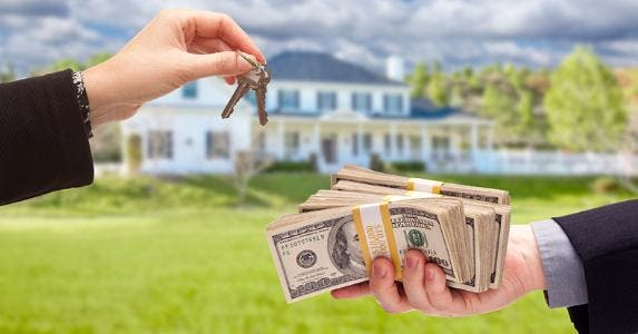 Trading money for house keys © iStock