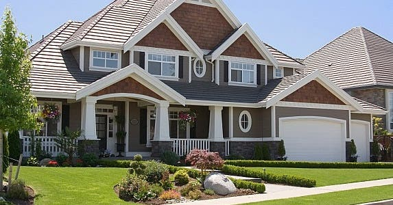 Never buy the costliest home on the block © Barbara Helgason / Fotolia