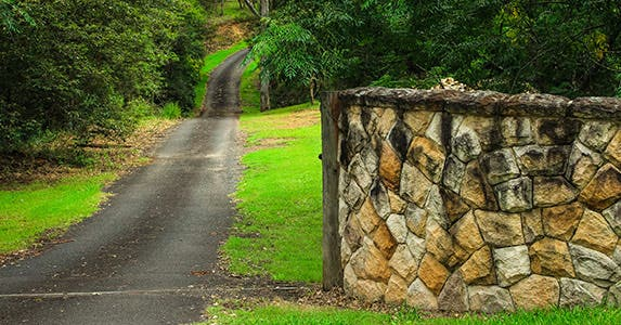 Build walls © iStock
