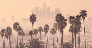 Los Angeles skyline © J Dennis/Shutterstock.com
