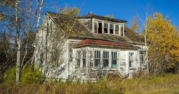 Abandoned house © Scott Prokop/Shutterstock.com