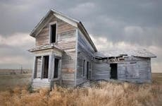 Abandoned house in the middle of the field | Ed Freeman/Getty Images