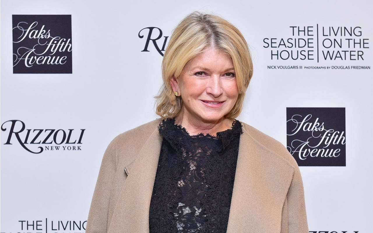 Martha Stewart - Age, Life & TV Shows - Biography