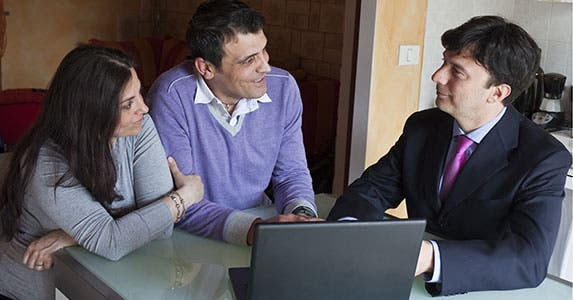 No. 5: Working with many agents saves money © Tatagatta/Shutterstock.com