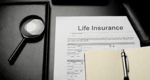 Life insurance form © Ilya Zlatyev/Shutterstock.com