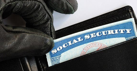 Free identity theft insurance © Johnkwan/Shutterstock.com