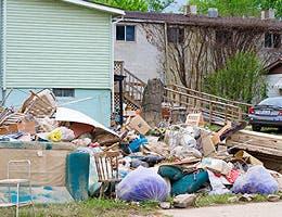 Throwing away damaged items © Alexey Stiop/Shutterstock.com