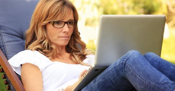 Woman on laptop, outside © kinga/Shutterstock.com