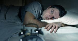 Man laying in bed © Marcos Mesa Sam Wordley/Shutterstock.com