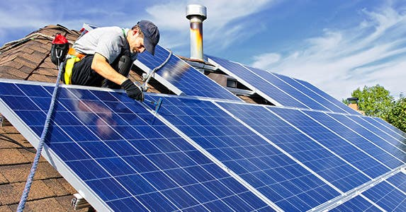 Solar panels: Don't hit the roof! © Elena Elisseeva/Shutterstock.com