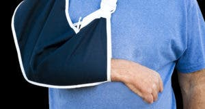 Man with arm in sling © digitalreflections/Shutterstock.com