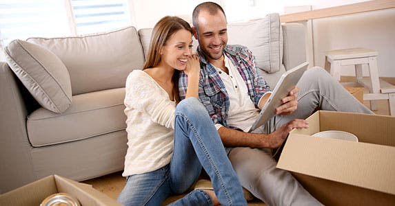 Renters insurance for blended belongings © Goodluz/Shutterstock.com