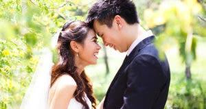 Happy newlyweds © jajaladdawan/Shutterstock.com