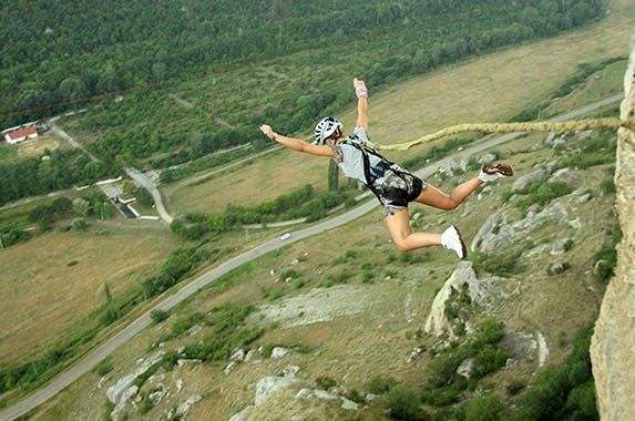 Bungee jumping © Vitalii Nesterchuk/Shutterstock.com