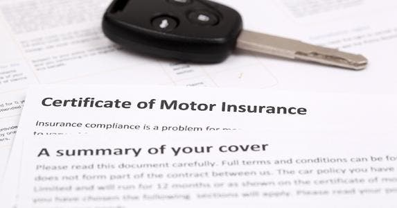 Certificate of auto insurance and car key © Nonwarit/Shutterstock.com