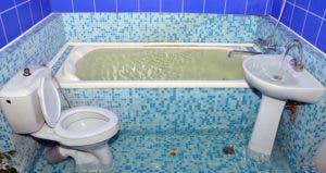 Flooded bathroom © iStock