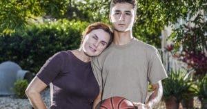 Mom and teenage son holding basketball | Juan Silva/Photodisc/Getty Image