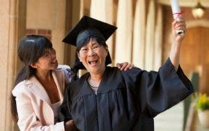5 things seniors should know about student loans