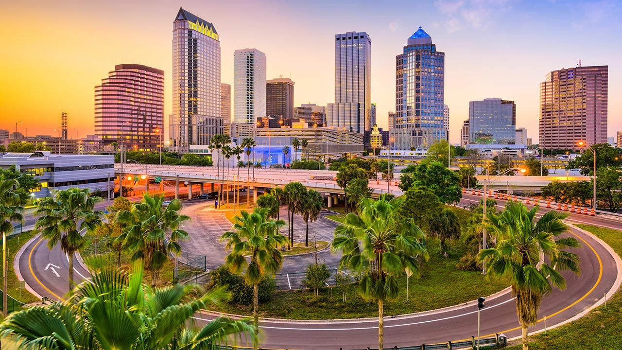 Tampa, Florida skyline and lake