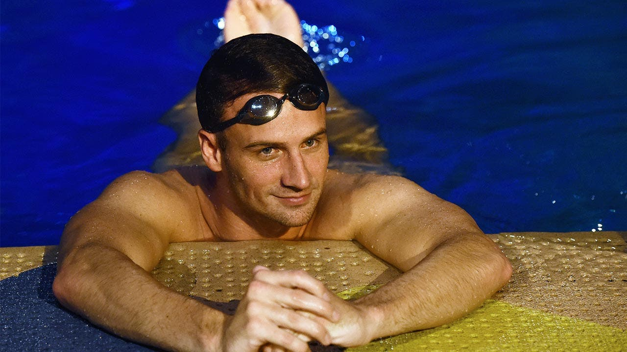 Ryan Lochte swimming