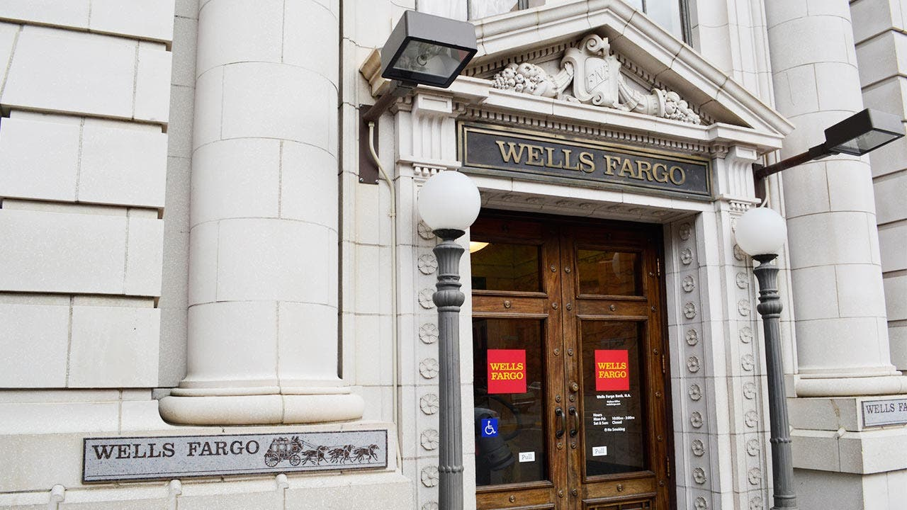 Front of a Wells Fargo bank