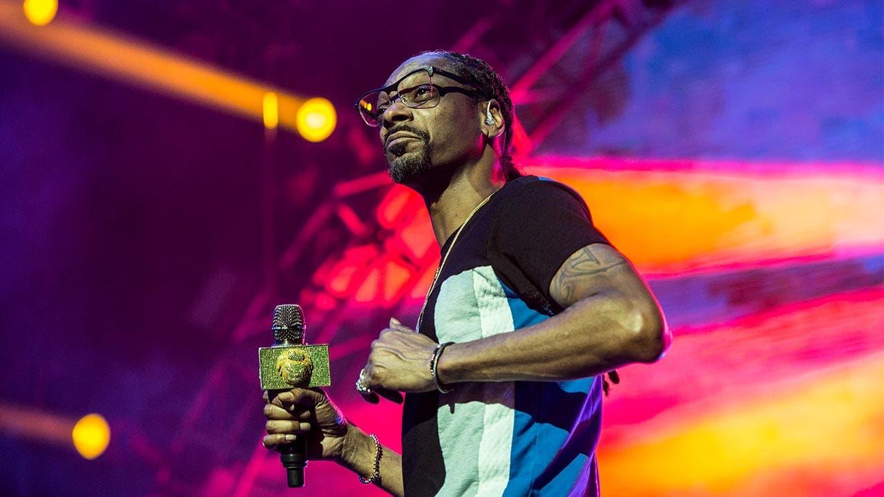 Snoop Dog performing