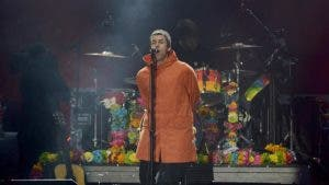Liam Gallagher singing