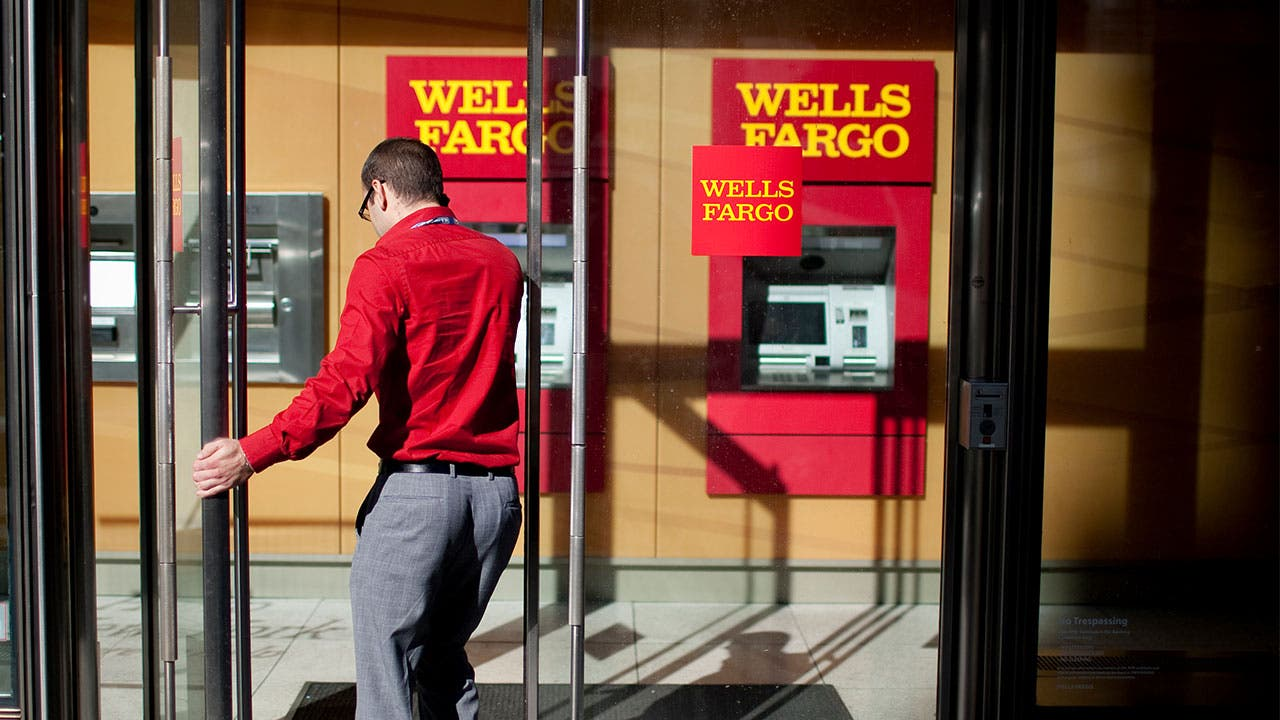 how should wells fargo position itself for the future Based on wells fargo's current financial health, advantageous market position versus its major competitors, and its past and present dividend yield and performance, it may be the most promising.