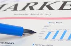 Market newspaper with pen and graph © tescha555/Shutterstock.com