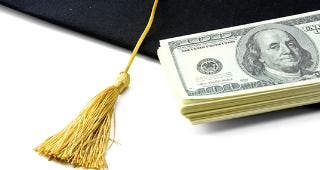 Graduation cap and money © lenetstan/Shuttersstock.com