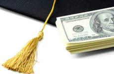 Graduation cap and money © lenetstan/Shuttersstock.com