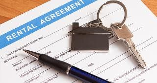 Rental agreement © scyther5/Shutterstock.com