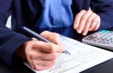 Man in blue jacket filling up tax return form © docent/Shutterstock.com