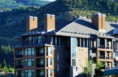 Vacation condos in Avon, Colorado © iStock
