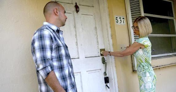 Realtor locking house door | Joe Raedle/Getty Image