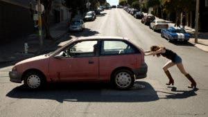 Netflix Girlboss scene pushing car