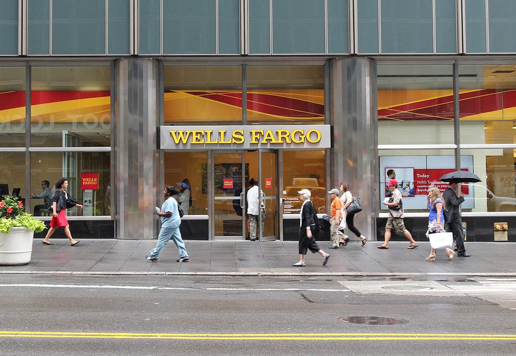 Wells Fargo Online Outage: How To Switch Banks | Bankrate com