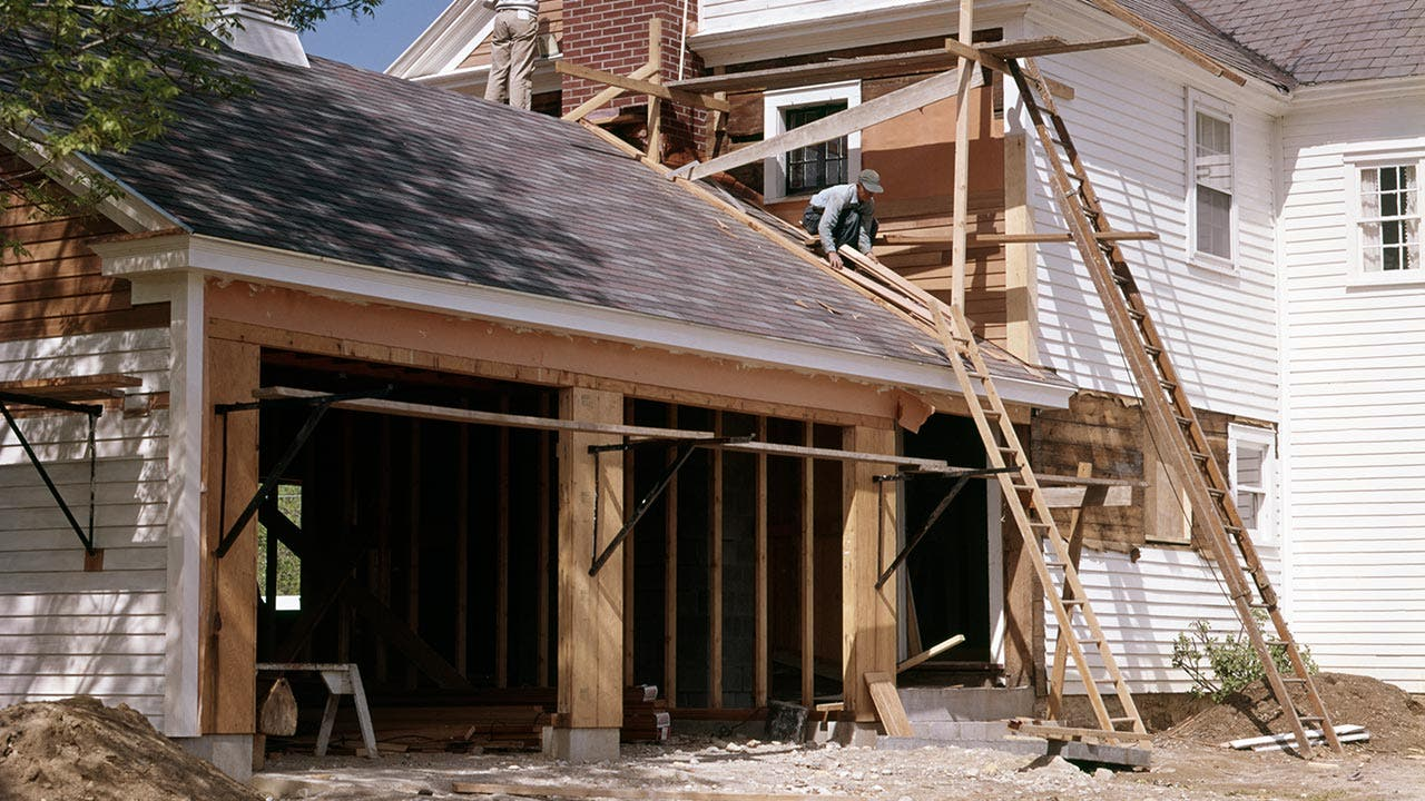 How do home construction loans work for Cost to build a double car garage
