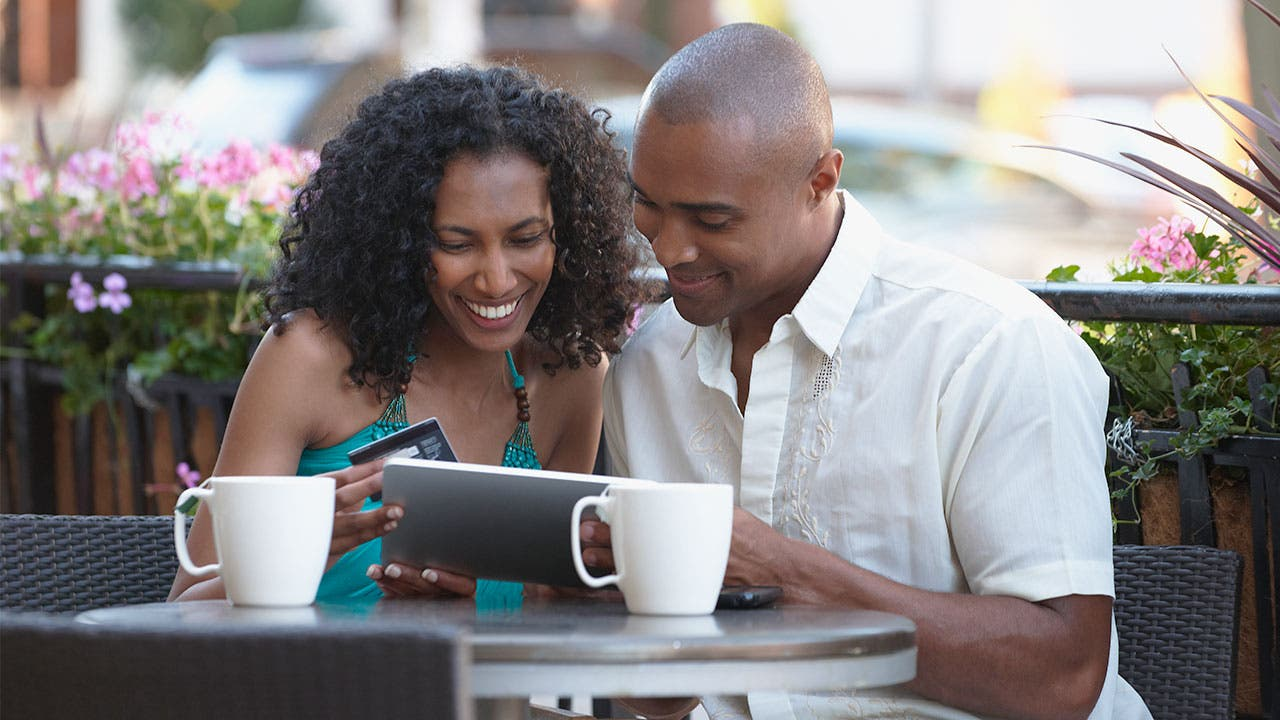 couple making an online purchase