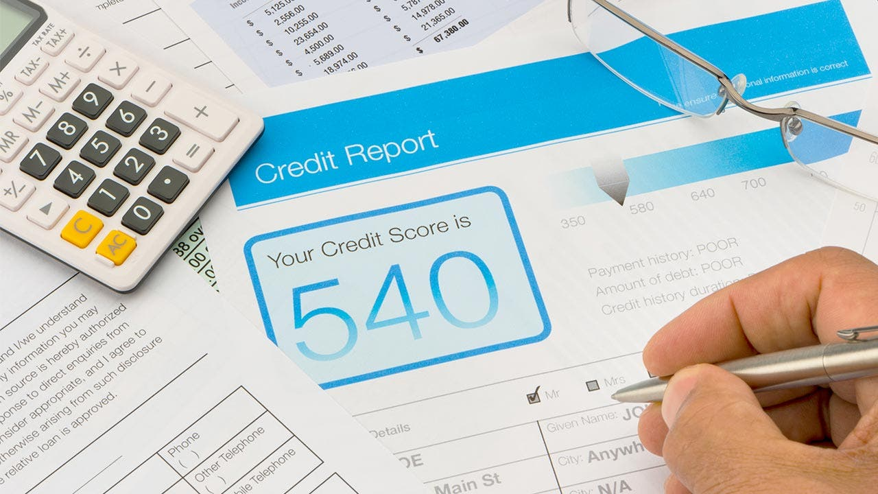 Credit report with credit score