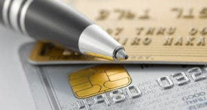 Credit cards and pen © naka - Fotolia.com